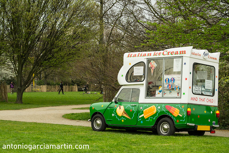 Morris Mini ice cream van
